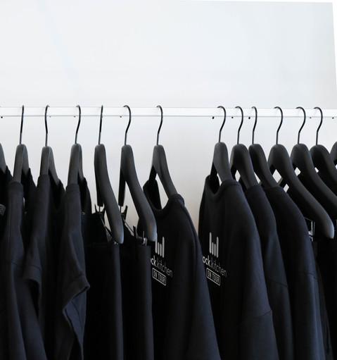 Wiebke_Tamm_RK_Tshirts_Kleiderstange.jpg