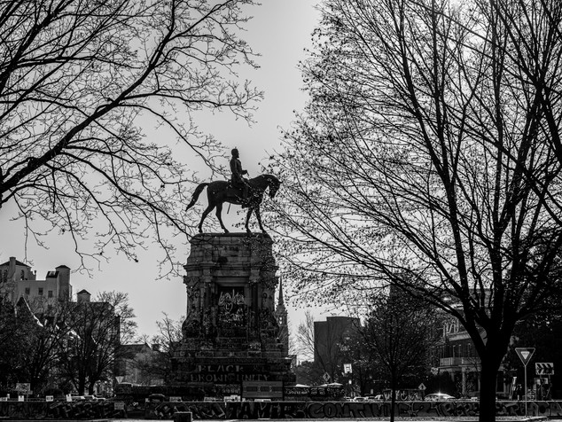 Robert E. Lee monument silhouette