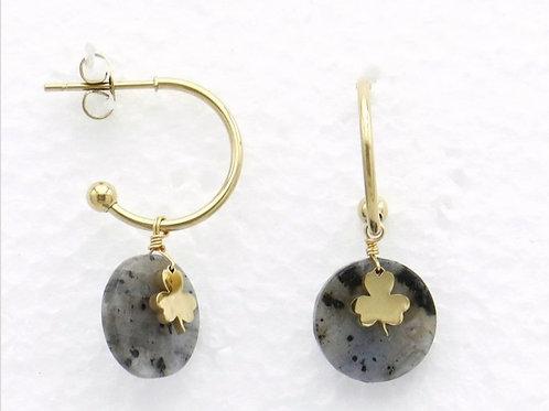 Boucles d'oreilles en acier et pierre motif trèfle