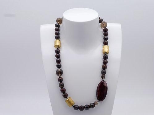 Collier asymétrique en obsidienne, agate, quartz fumé et plaqué or