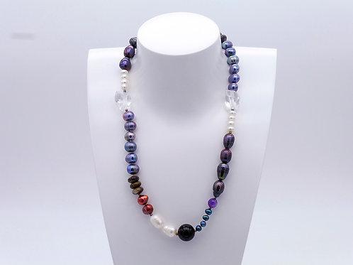 Collier en perles d'eau douce multicolores et cristal de roche