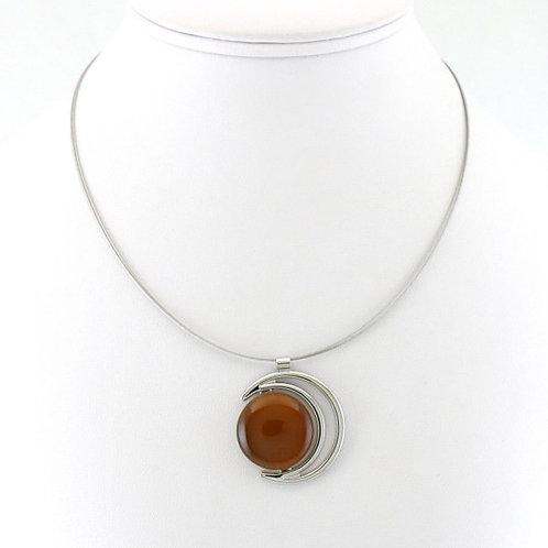 Collier avec pendentif croissant de lune brune