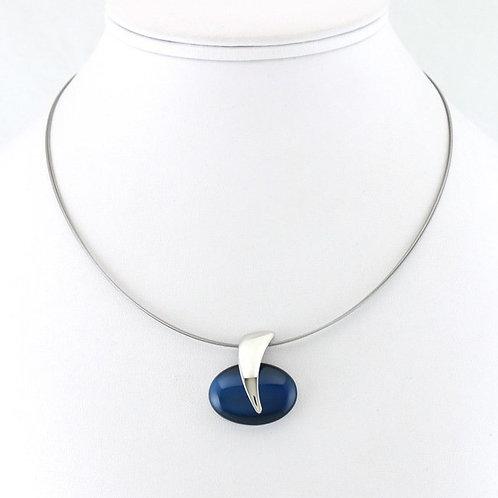 Collier avec pendentif bleu ovale
