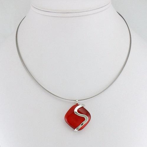 Collier avec pendentif Carré Rouge