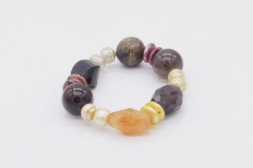 Bracelet  en quartz fumé, onix, cornaline et perles d'eau douce