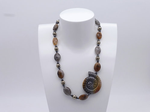 Collier asymétrique en ladolite et jaspe brun, pyrite et hématite