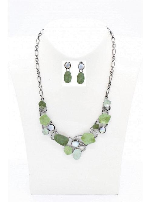 Parure collier et boucles d'oreilles en émaux vert et nacre grise