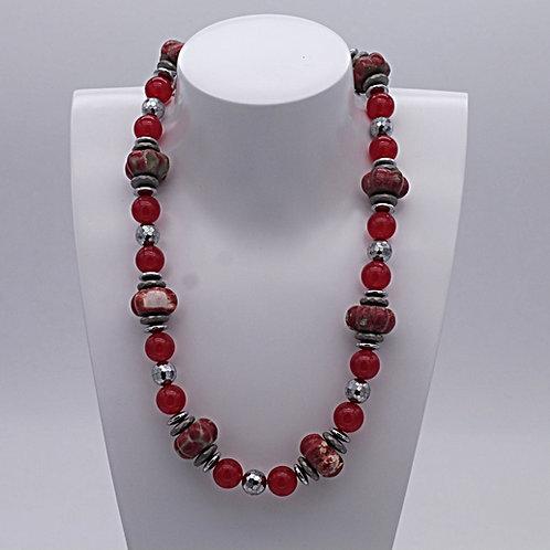 Collier en quartz rouge, magnésite rouge et hématite