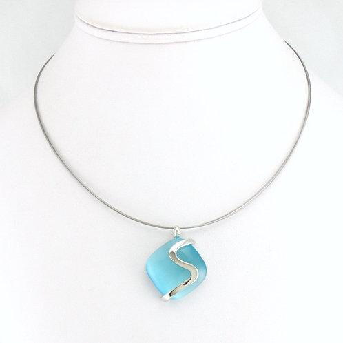 Collier avec pendentif Carré Bleu Clair