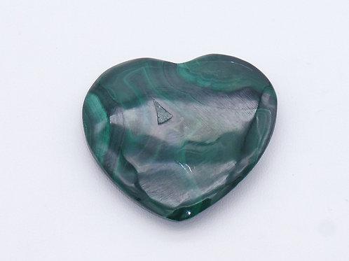 Pierre polie en forme de coeur en malachite