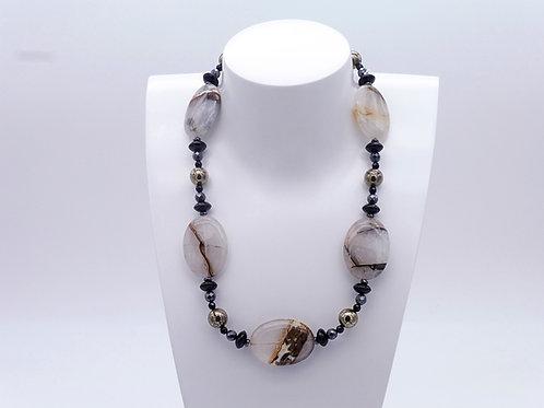 Collier en agate, onix, hématite et pyrite