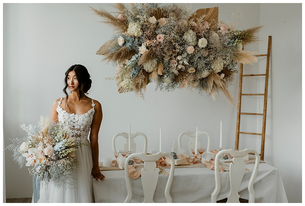 boho bride, bouquet, and cloud-like floral installation