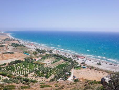Millainen on Pohjois-Kyproksen ja Turkin välinen suhde? Entä miten nämä maat eroavat toisistaan?
