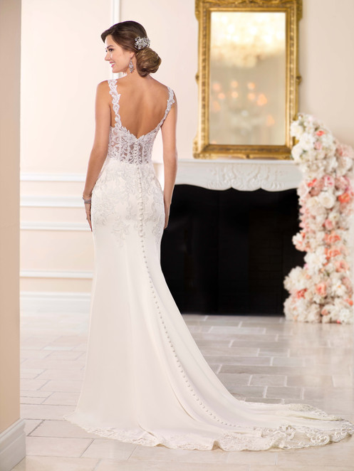 8109db04ccf1 The back of this casual wedding dress zips up beneath fabric buttons.