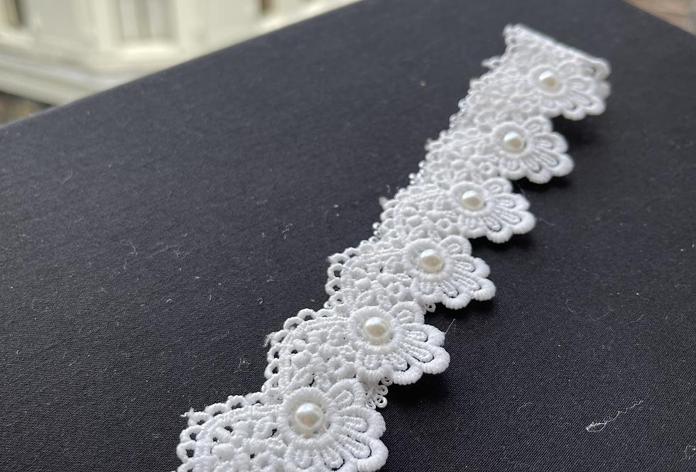 Lace Garter w Pearl Detail