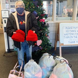 """SCHOOL – """"Warming up the Mitten Tree 200 donations at once"""""""