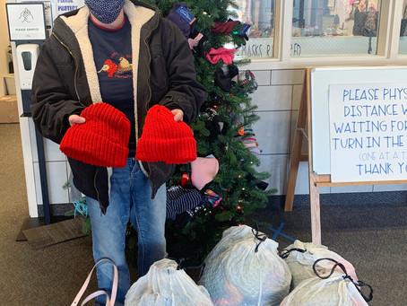 "SCHOOL – ""Warming up the Mitten Tree 200 donations at once"""