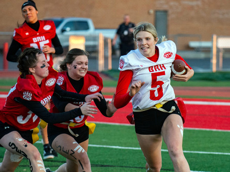 """SPORTS – """"Tension rise on the turf during annual Powderpuff game"""""""