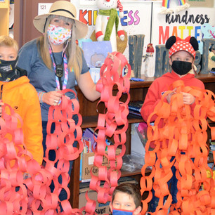 """SCHOOL – """"Showing kindness, and breaking world records, one paper link chain at a time"""""""