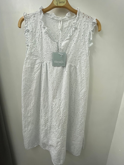 Robe broderie anglaise sans manches