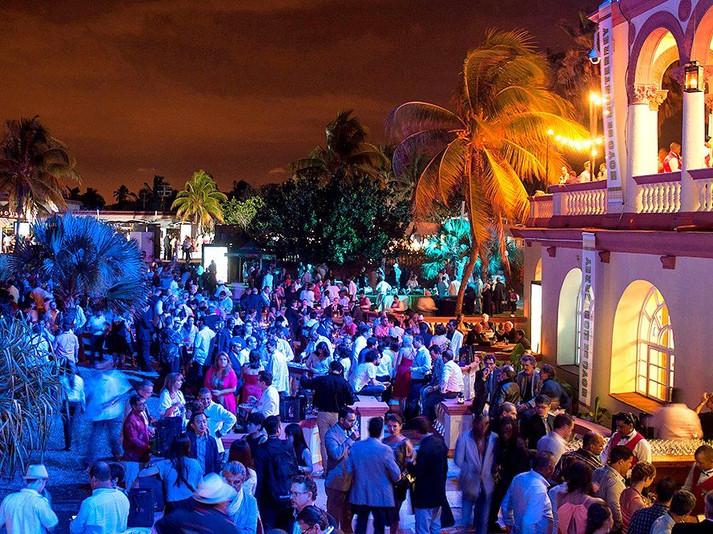 festival-del-habano-evening-outdoors-gal