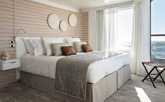luxury_cruise_bed.jpg