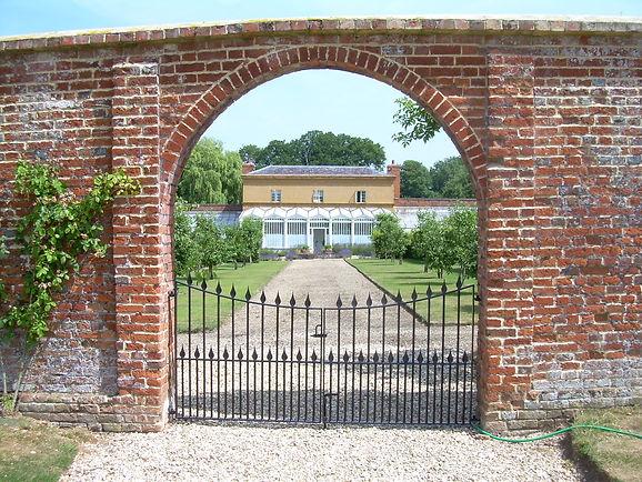 Bespoke metal gate