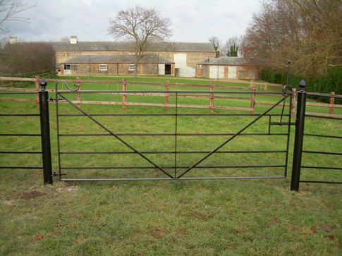 A Field Gate with Riding Latch