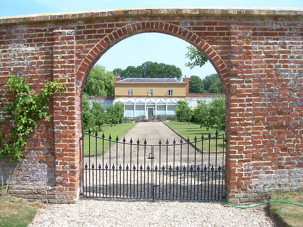 Metal gate with finials