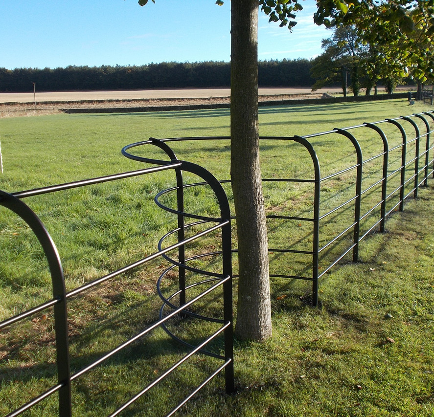 Curved Top - Chesire Fencing.JPG