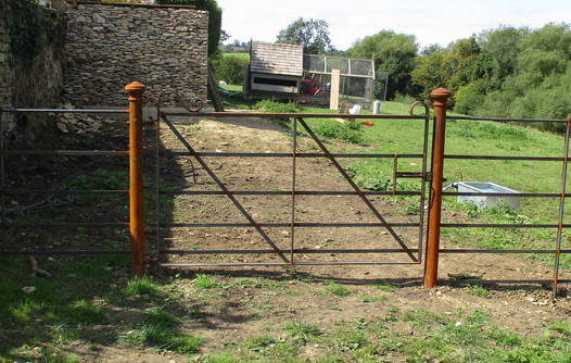 Figure 2.Standard Fabricated Gate with Cast Iron Posts.JPG