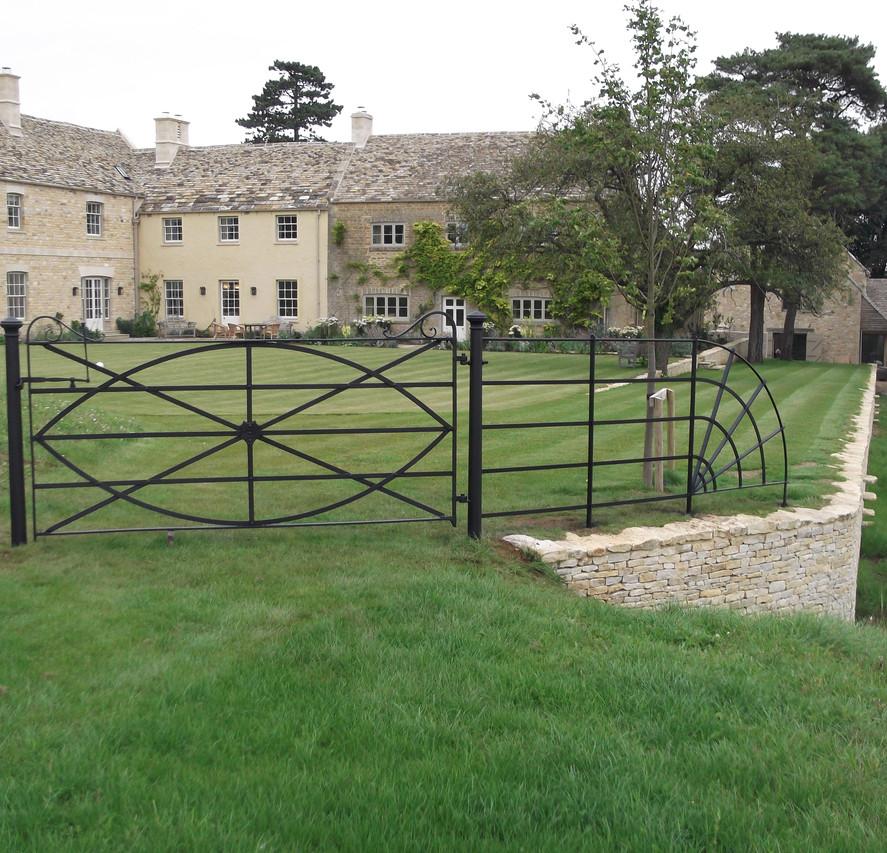 Bespoke Gate - Cotsworlds.jpg