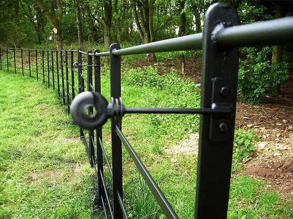 Estate fencing insulators