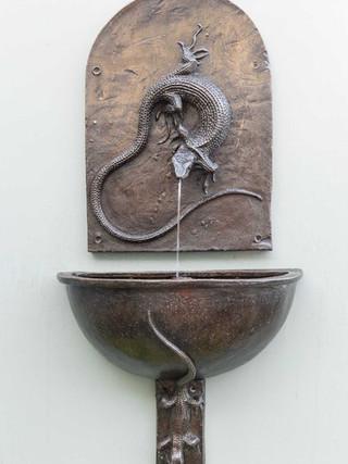 Lizard Wall Fountainhead and Bowl