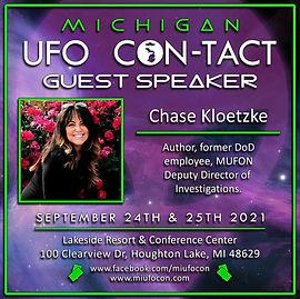 UFO con Chase.jpg