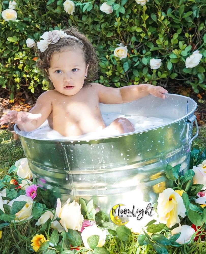 outdoor milk bath mini session