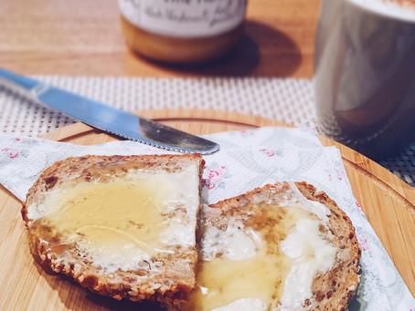 ZUCKER vs. HONIG - ist Honig wirklich gesünder?   Ernährungstraining