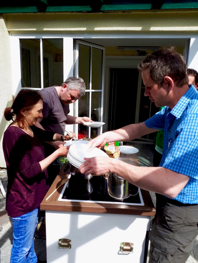 Laufinstinkt+ | Ernährungstraining | Wildkräuter im April 2018 | Diplom-Kräuterpädagogen beim Kochen