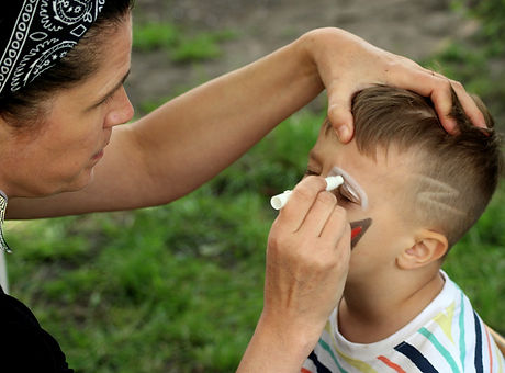 face-painting-4245033_1920.jpg
