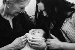 3-generations-of-girls-family-photos