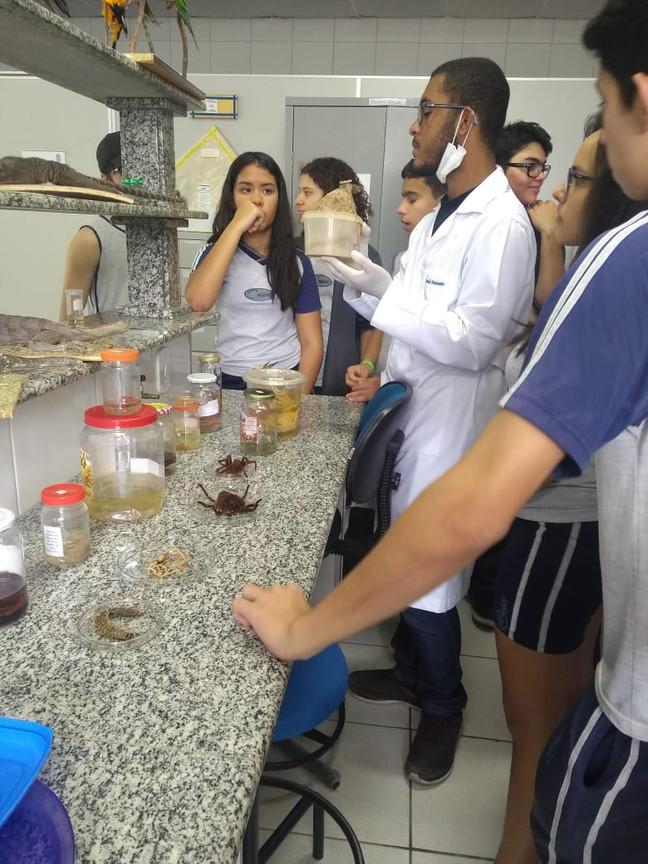 Visita ao laboratório da UNEB.