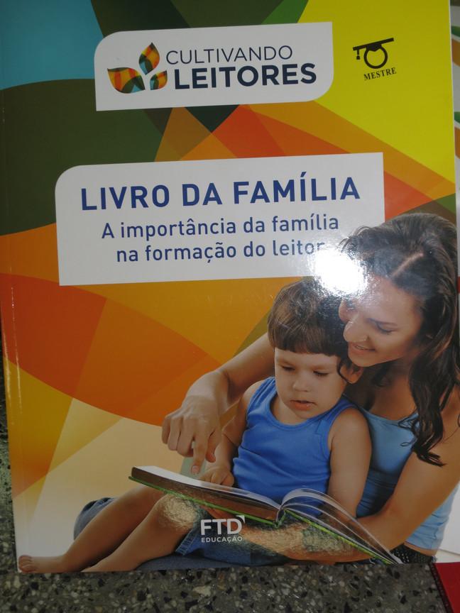 "Projeto""Cultivando Leitores"""