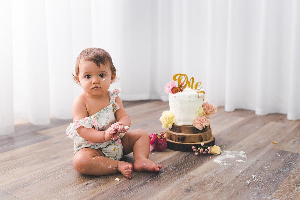 Servizio fotografico smash cake primo compleanno perego silvia fotografa lesa provincia di novara