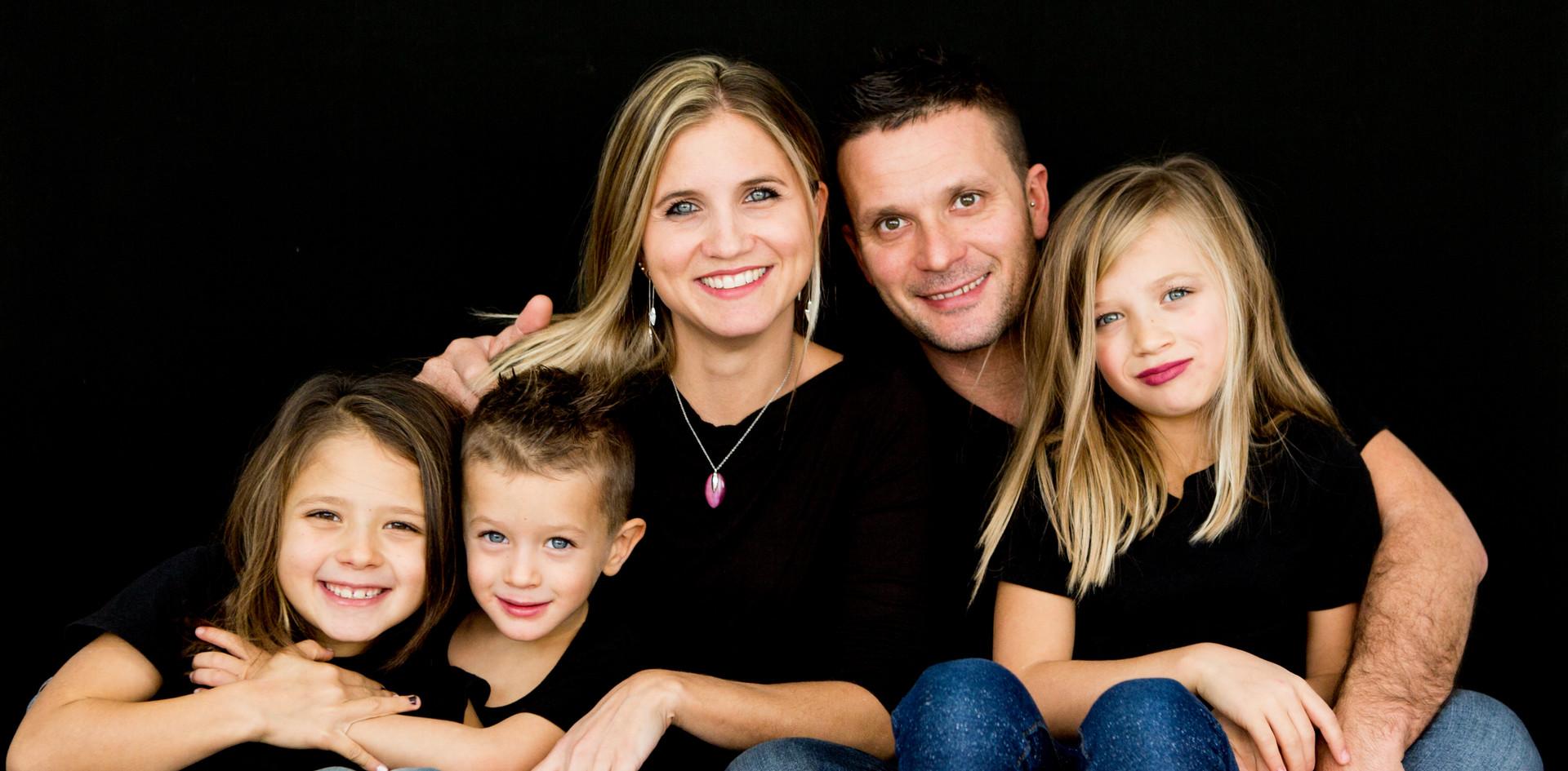 Perego Silvia Fotografa Lesa Servizio fotografico per famiglie in studio o all'aperto