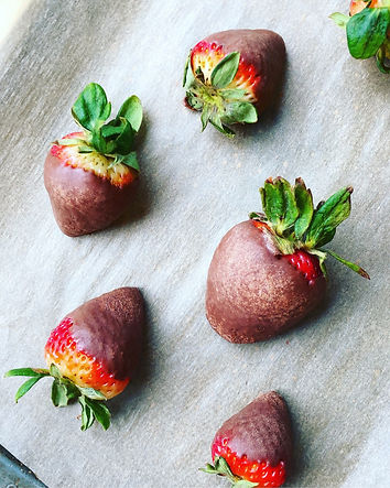 HealthDoll.Co | Organic Paleo Chocolate Covered Strawberries