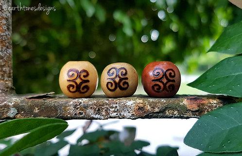 dwennimmen (strength) adinkra symbol・wood-burned loc bead