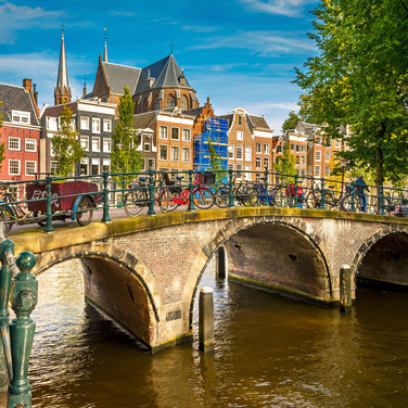 Amsterdam Bridge over canal.jpg