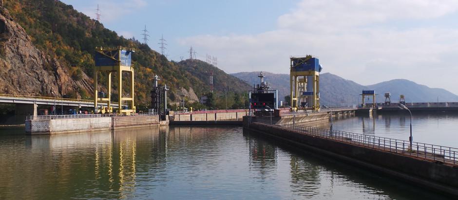 River Cruise – Ship width