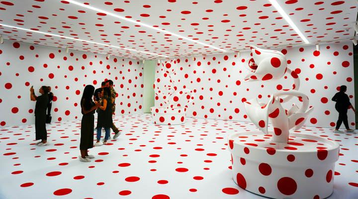 Art expert contemporary art