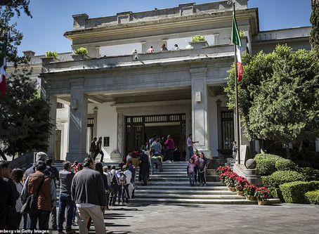 Mexico President gives to the public his palace 14 times larger than the White House, empty of art !